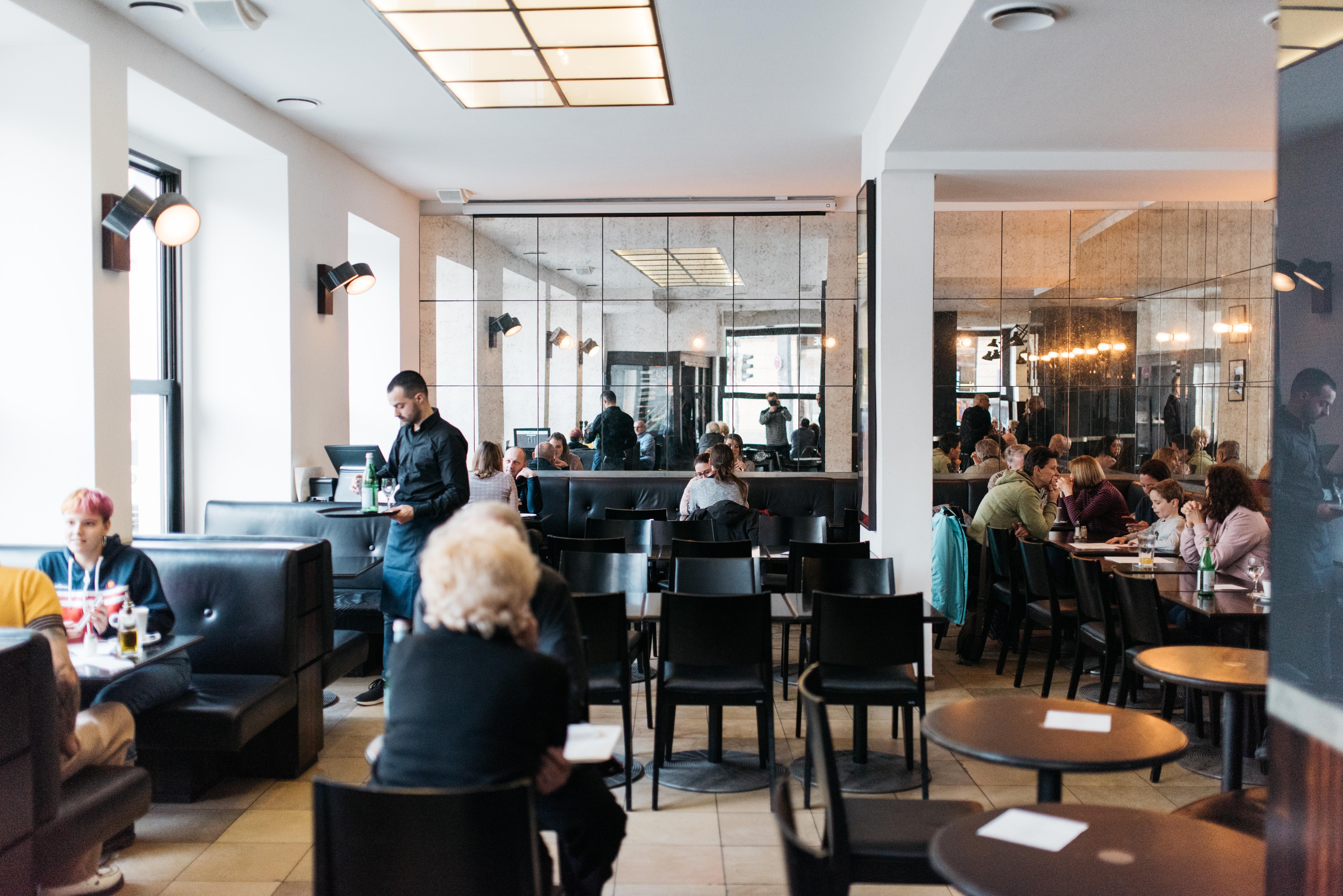 Cafe Wiener Platz Willkommen